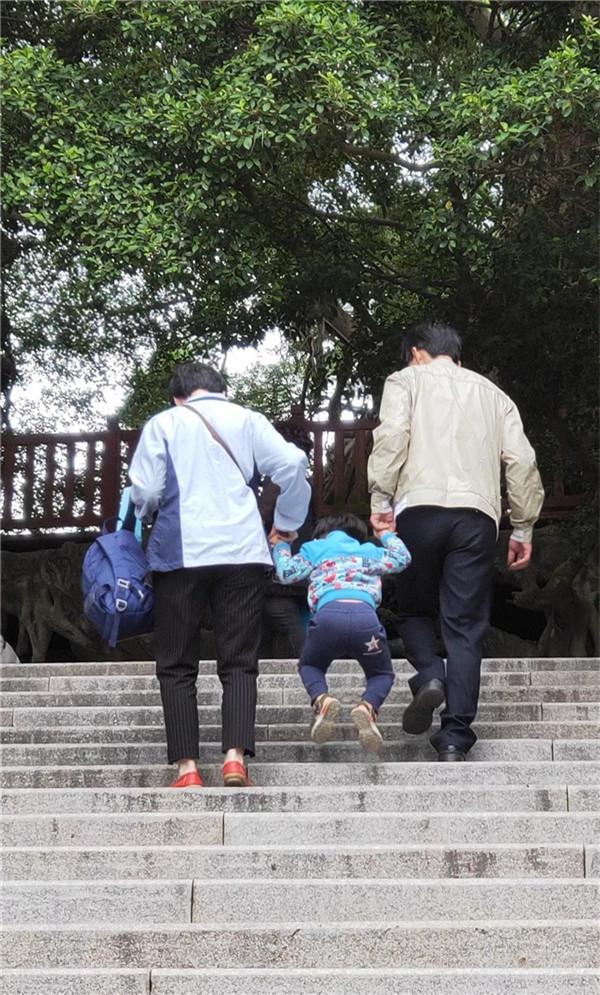 暖心重阳节!陪爷爷教案过人们,老奶奶笑开花节日称呼与反思学中班